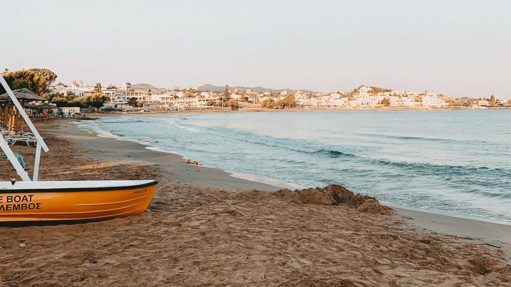 Der Strand von Agii Apostoli