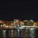 Beleuchtete Häuser am alten Hafen in Chania Kreta