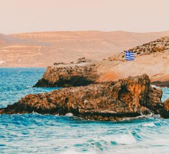 griechische Flagge am Meer