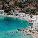 eine griechische Stadt am Türkisen Meer